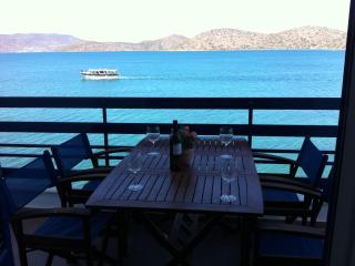 Sea-front 2-bedroom Apartment (for 5 guests), Elounda