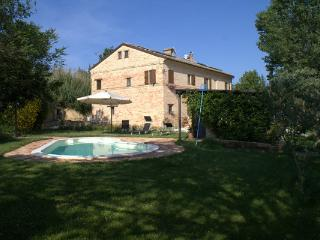 B&B in Marche with pool, near the sea and mountain