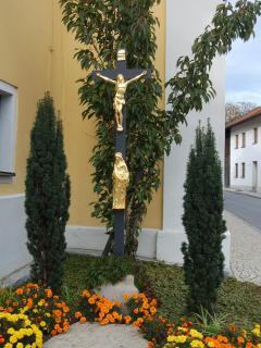 Kreuz an der Kirche in Zandt