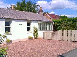 SUNNYSIDE, detached, woodburner, off road parking, garden, in Lilliesleaf, Ref 20104