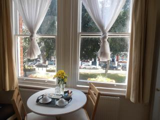 Belsize Park Bed and Breakfast with AC, London
