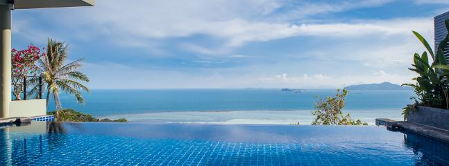 Fabulous view from the large Infinity pool