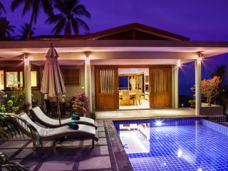 Divine 1 Bed Villa with Panoramic Ocean Views, large Pool & with Free Transfer