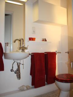 Toilette + Waschbecken