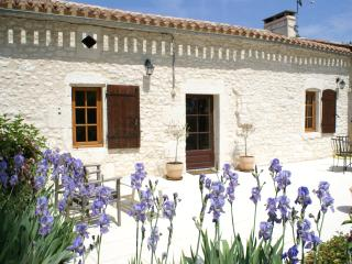 Farmhouse near Duras, Lot-et-Garonne, France, Villeneuve-de-Duras