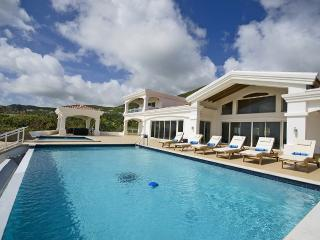 True Beachfront, Ideal for Families & Large Groups, 2 Pools, Spacious & Contemporary, St. Maarten