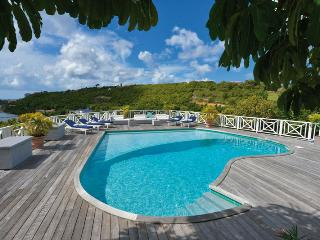 Grand View - Ideal for Couples and Families, Beautiful Pool and Beach, Terres Basses