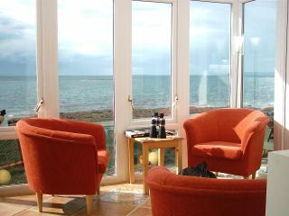 SHOREHAVEN: 3  bedroom 2 bathroom Seaside  cottage (sleeps 7)