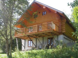 Superb roundwood cottage for rent, Lac-aux-Sables