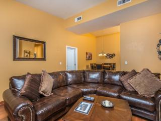 Modern Condo Free WiFi Keyless Door Gated Pool Spa, Las Vegas
