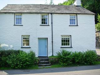 TOWN END FARMHOUSE, fantastic location, woodburner, character feature, near Newby Bridge, Ref. 18252