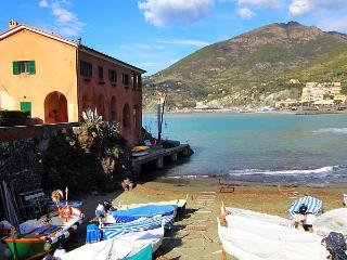 Right on the beach! Exceptional villa 14 people, Levanto
