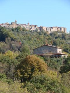 Casa San Carlo and the town of Monteleone d'Orvieto