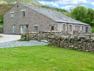 GHYLL BANK BYRE, pet-friendly quality cottage, en-suites, views, Staveley Ref