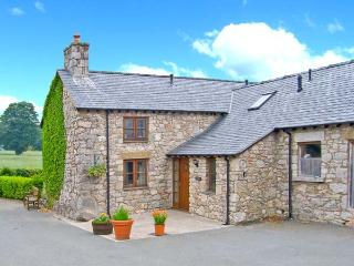 Y STABAL, woodburner, off road parking, enclosed garden, in Llandegla, Ref 18647