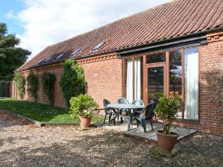 PEAR TREE ground floor, communal games area, four-poster bed in Fakenham Ref 243
