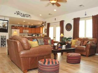 Rock Garden Retreat - 3 BR/2 BA Luxury Home & Pool/Jacuzzi, Cathedral City