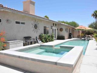 Rock Garden Retreat - 3 BR/2 BA Luxury Home & Pool/Jacuzzi