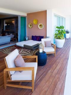 Living Room Deck (Photo by Marten Opladen - AHA Universo)