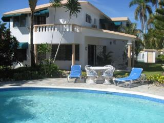 Free Maid Service!! 5 Bedroom Villa Near the Beach, Cabarete