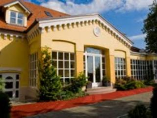 Welcome to beatiful VILLA NOA, vacation rental in Zagreb