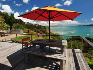 Bay Of Islands Beach House - Absolute Beachfront !, Russell