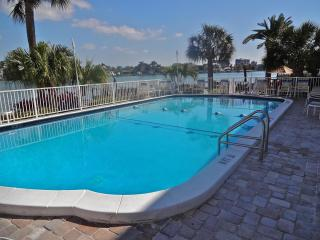 Westwinds Luxury Water Front Condo, Beach,Pool, Sun and Sand