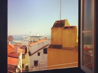 Alfama River view & roofs of Lisboa FREE WIFI