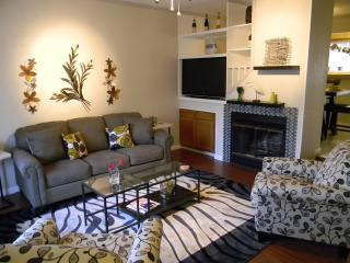Cozy Condo sleeps 8 people. Welcome BMT families***