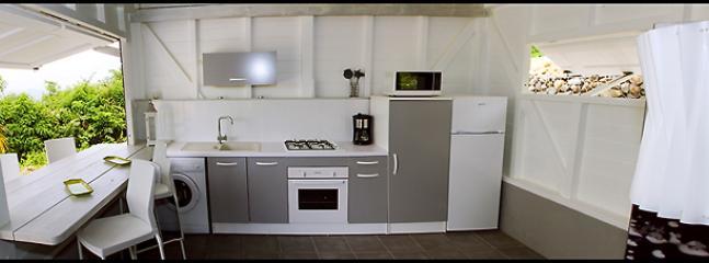 Cuisine équipée / Fitted kitchen