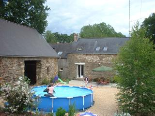 Comfortable family farmhouse Gite rental, Josselin