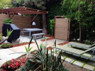 Heart of Hollywood: Home w/ private garden