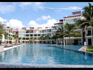 Front Beach Condo the element !, Playa del Carmen