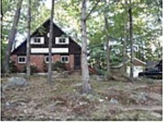 3BR Lakeside Home w/Optional Hot Tub, Laconie
