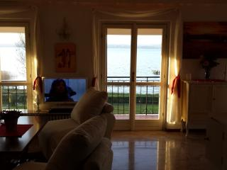 TOP apartment in front of the lake.  Wanderfull view waterfront