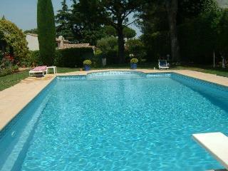 06.710 - Villa with pool i...