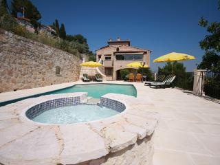 06.158 - Pool villa in St-...