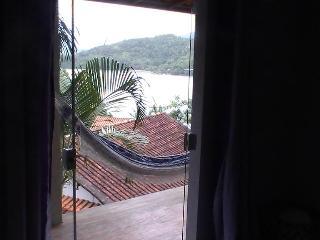 Vista do quarto principal-Seascape master bedroom