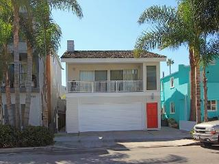Oceanside Upper Unit - Balcony - Near Balboa Pier, Ferry, & Fun Zone! (68336), Newport Beach