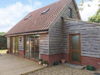 FOXLEY LODGE detached, close to Broads, pet-friendly in Norwich Ref 23935