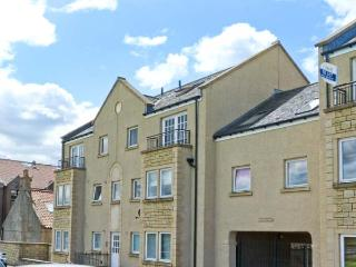 LINKS VIEW, modern apartment, views over Firth of Forth, beach on doorstep in Musselburgh Ref 26449