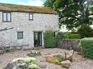 THE COTTAGE, character cottage, dog-friendly, wonderful countryside views, in