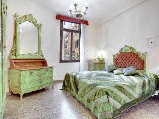 Apartment Ca' della Torre, located in San Marco, 5 minutes to Rialto and shopping boutiques, Venecia