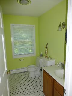 Full Bathroom2