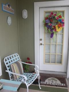 Welcome to the Sand Dollar! Cozy Front Porch