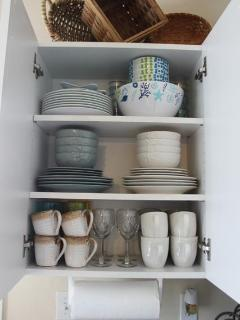 Fully stocked kitchen - brand new dishes!