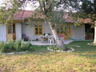 Pear Tree Studio. Peaceful Low Cost Rural Bulgaria, Veliko Tarnovo Province
