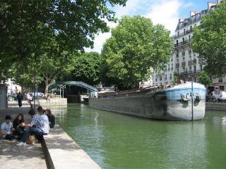 Little house in Paris, Loft, Canal Saint-Martin, París