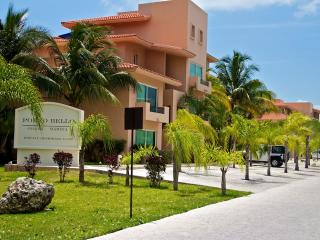 3 Bedroom Marina Front Penthouse with 5 Star Hotel Services, Puerto Aventuras