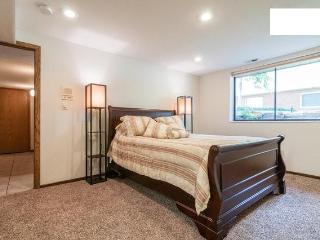 Private, comfortable apartment close to ski areas, Salt Lake City